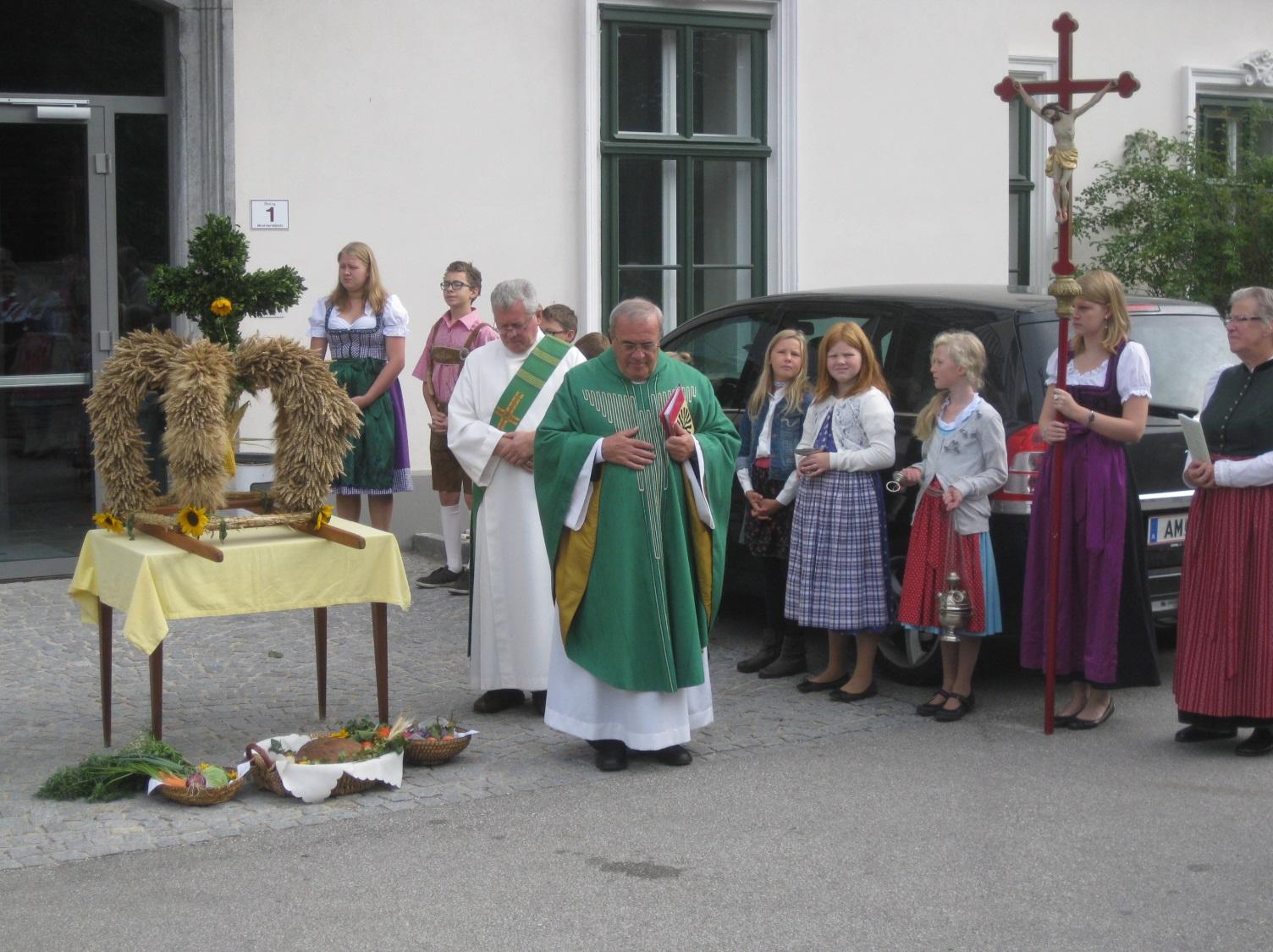 C:\Users\Ertl\Pictures\2013 09-010 Birnenfest,Wachau,Haus,Erntedank,Chorfeier\IMG_4497.JPG